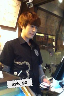 Kyu dengan seragam Kona Beans